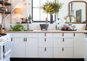 A small kitchen that looks big.