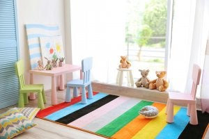 A table and chairs in a kids' room.