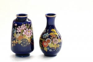 Two blue Chinese vases.