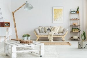 A room with lots of natural wood and white, one of our favorite decor pairings.