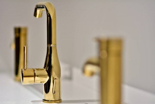 Golden Faucets: Add Some Style to Your Kitchen