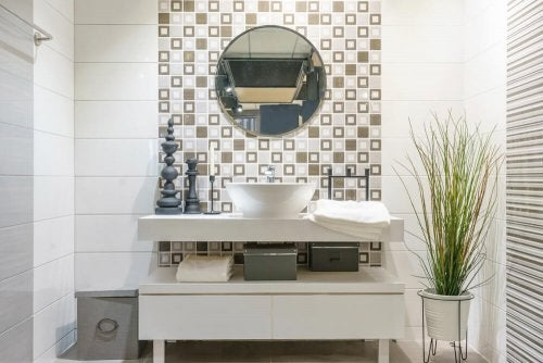4 Tips on Putting up Moisture-Resistant Wallpaper