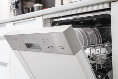 The Advantages of Using a Dishwasher