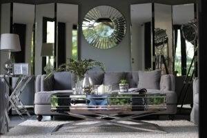 Decorative mirror in modern decor.