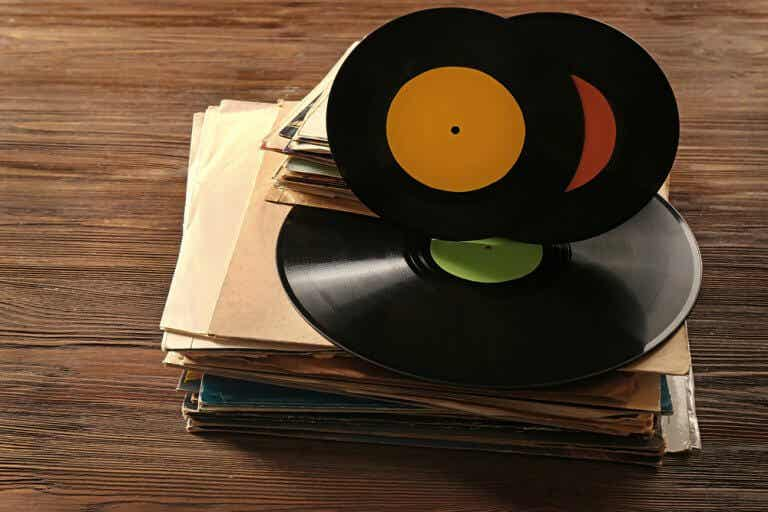 Decorating with Vinyl Disks