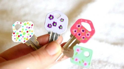 Four keys with painted flowers.