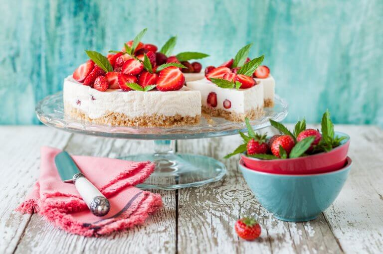 How to Choose the Perfect Cake Stand