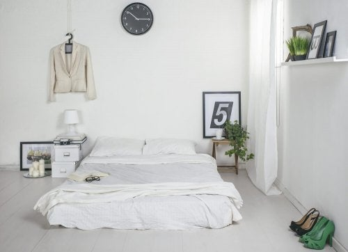Minimalist decor in bedroom.