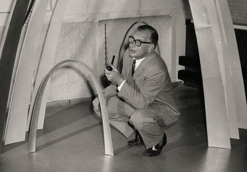 튤립 의자: 건축가 에로 사리넨