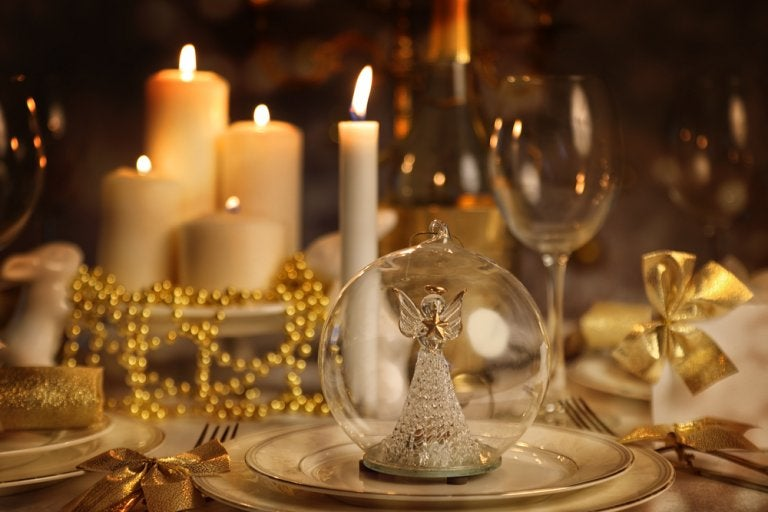 How to Decorate the Table for Christmas Dinner