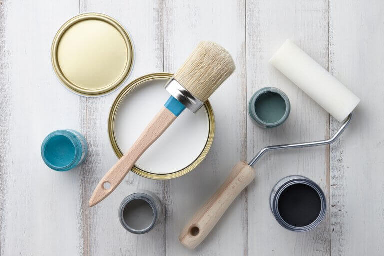 Sample pots and brushes