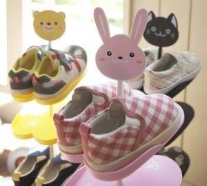 Kids shoe stand.