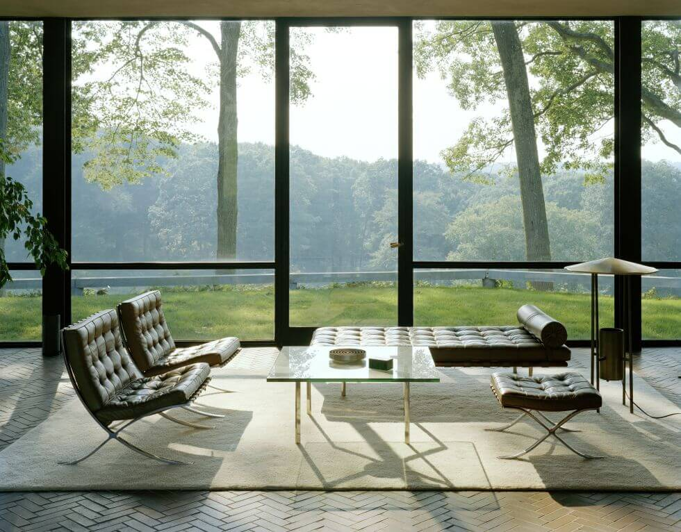 glass house mies van der rohe