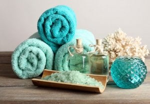 Turquoise bathroom accessories.