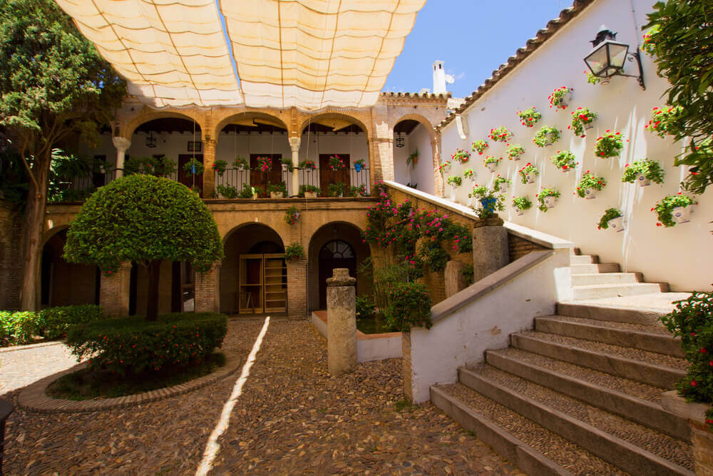 Andalusian courtyard advantages