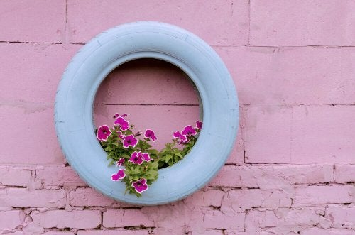 5 Ways to Use Old Car Tires in Backyard Decor