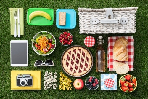 The typical elements of a picnic.