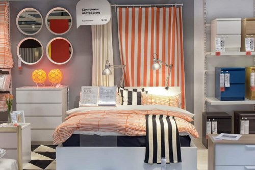 The shop window of a furniture store showcasing a bedroom.