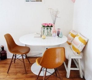 Your dining area in a corner.