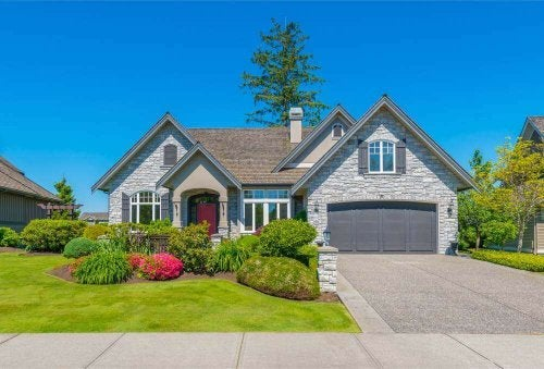 How to Decorate your Driveway and Garage Door - Decor Tips