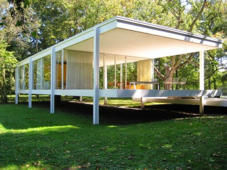 The Farnsworth House - a Basic and Functional Structure