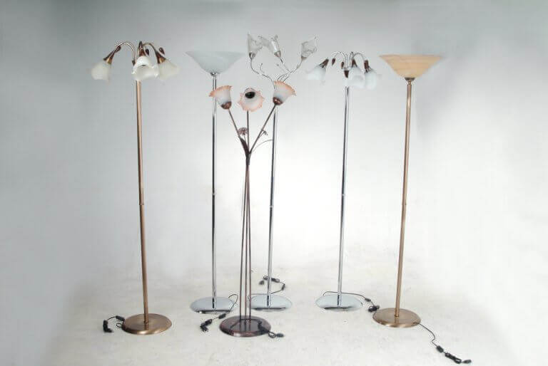 Foot lamps with small in cord switches
