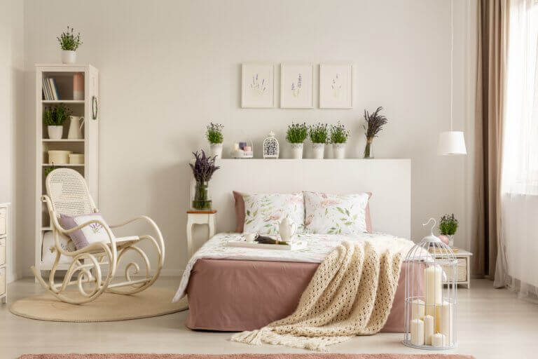 Rocking chairs in pastel colors can suit the decor in a bedroom