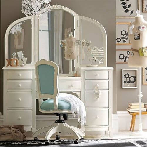 Get a Classic and Timeless Dressing Table for your Bedroom
