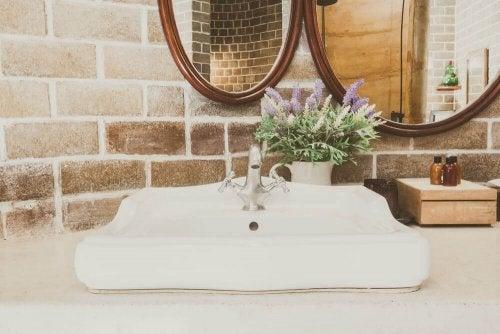A clean sink.