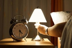 Turn off the lights before going to bed.