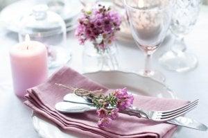 Floral napkins.