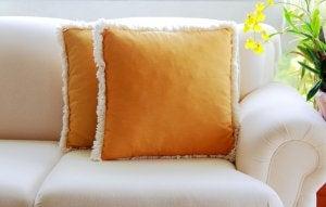 Cushion arrangements for minimalist spaces.