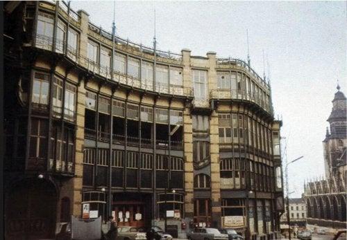 Photo of la facade of the building