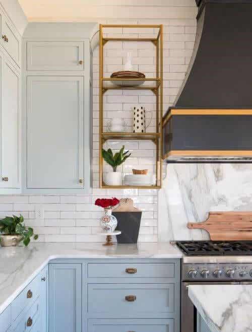 Choosing Between Kitchen Shelves or Cabinets