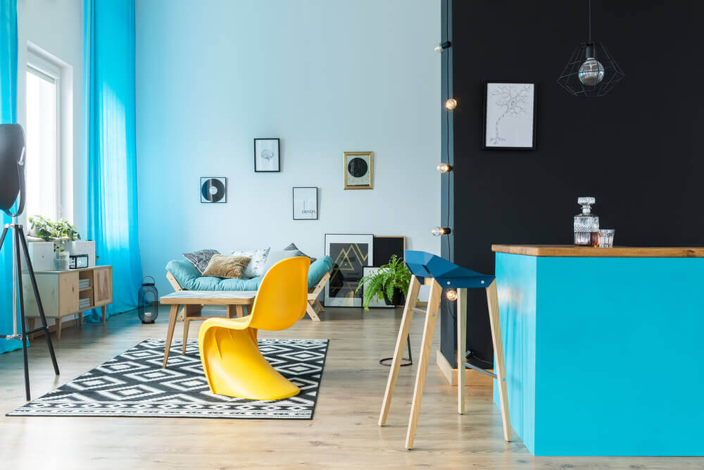 Eclectic interior design and its contrasts.