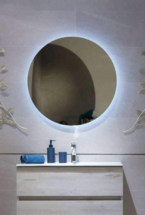 Led retractable lighting in the bathroom.