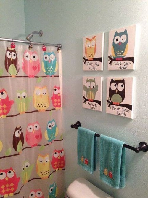 An owl-themed bathroom.