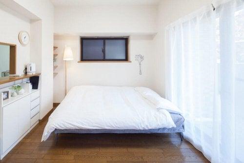 White bed linens.