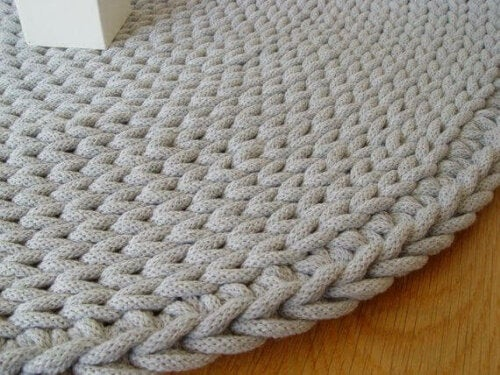 A rug made with thick cord.