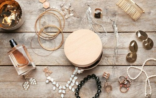 Six Ways to Organize Your Jewelry in Your Bedroom