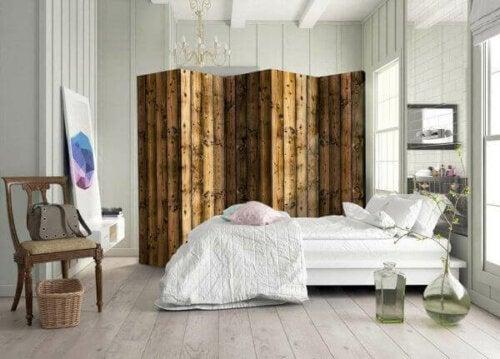 Wooden bedroom screens