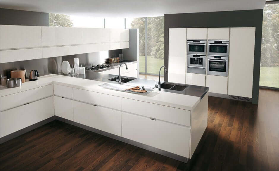A kitchen peninsula with sinks.