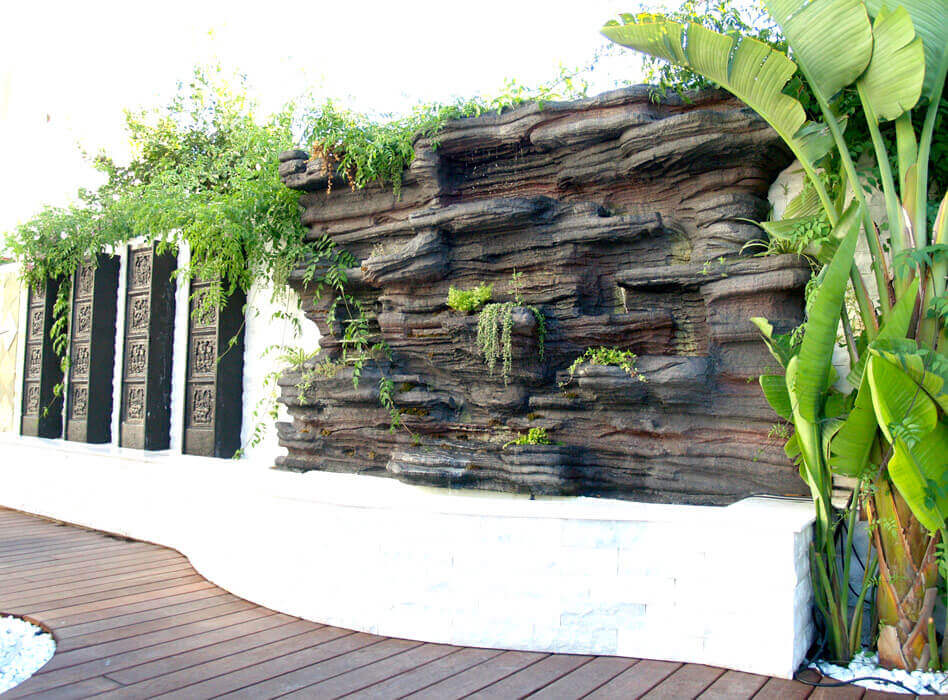 Some contemporary fountains are made of stone or metal.