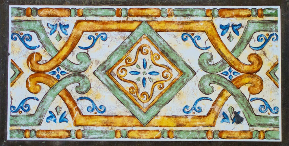Wall borders can be beautiful style elements.
