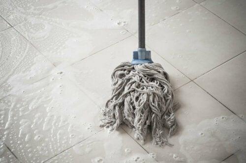 바닥을 닦는 올바른 방법