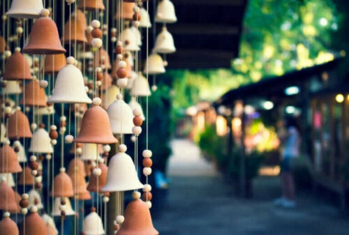 Easy Ways to Make Wind Chimes by Hand