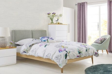 Minimalist bedroom with an original bedding of flowers