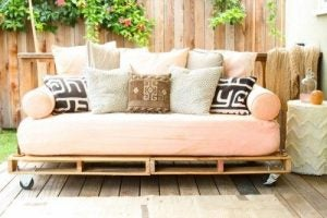 An outdoor pallet sofa with decorative cushions