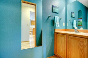 Blue bathroom decor.