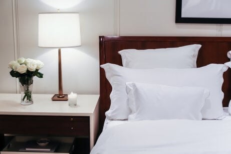 Usign white bedding for a classic yet modern style bedroom